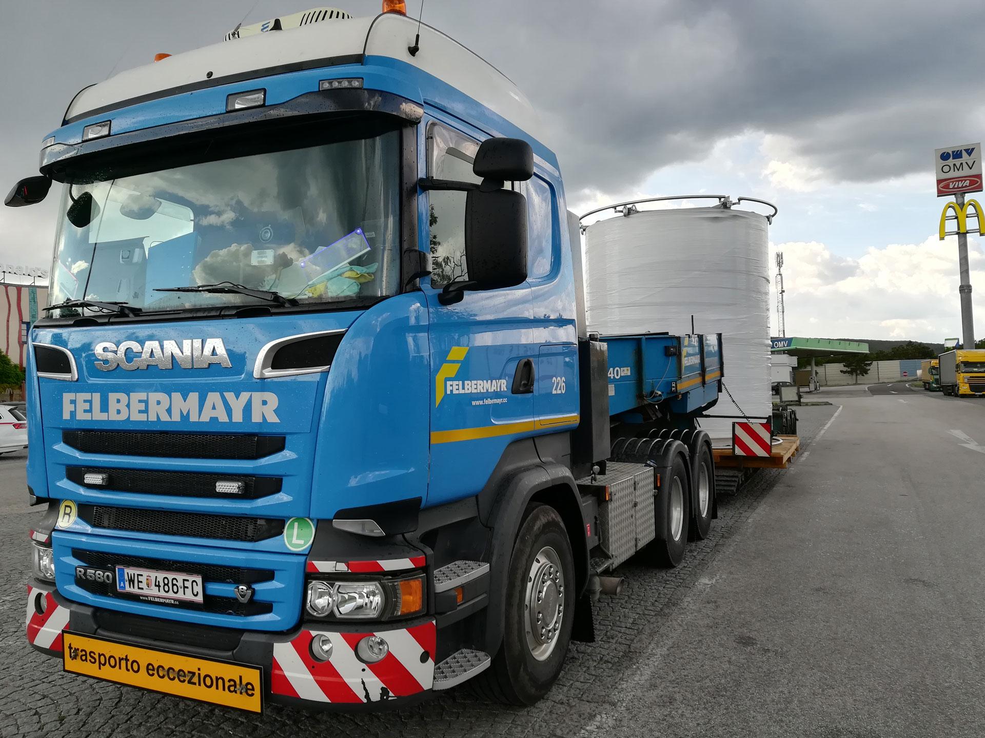 Schwer- & Sondertransporte